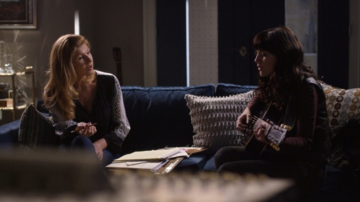 Rayna and Layla sing-405